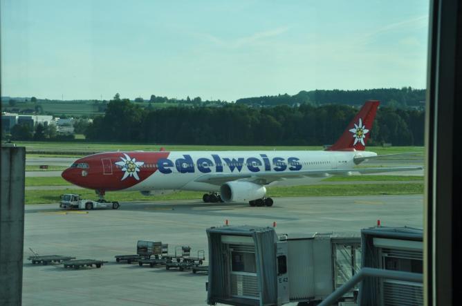 Airbus A330 Edelweiss tarmac Zürich 5